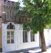 Продаю 1/2 часть дома и земельного участка район площади Ленина.